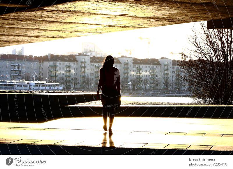 walking into the light Mensch Jugendliche ruhig Erwachsene feminin Stimmung gehen elegant Brücke Zukunft Junge Frau 18-30 Jahre Hoffnung Warmherzigkeit