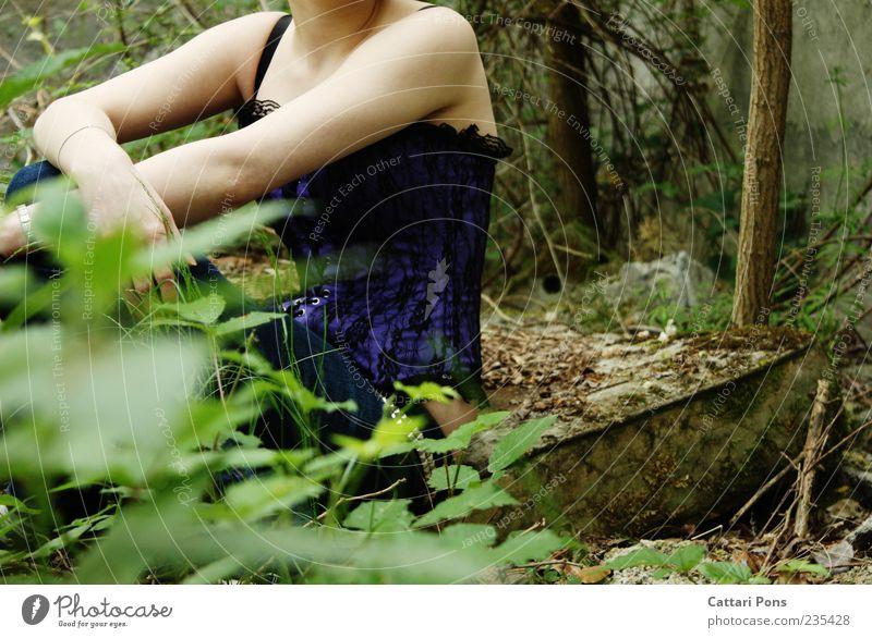 everywhere nowhere feminin Junge Frau Jugendliche Erwachsene 1 Mensch Natur Pflanze Gras Sträucher Moos Wald Jeanshose Korsage Schlafmatratze hängen sitzen
