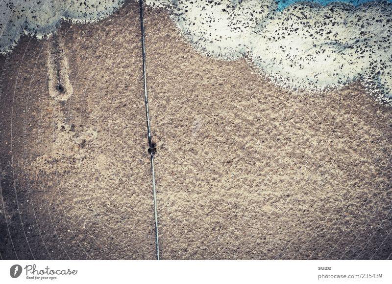 Blitzableiter Wolken Wetter Mauer Wand Fassade Graffiti alt dreckig einfach braun grau Verfall Vergangenheit Vergänglichkeit Putz Zahn der Zeit Hintergrundbild