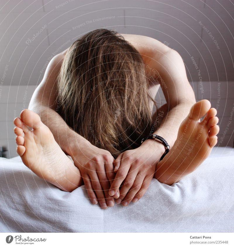 face away Mensch Mann Jugendliche Hand weiß Erwachsene nackt Fuß hell braun Körper blond Haut maskulin Suche Bett