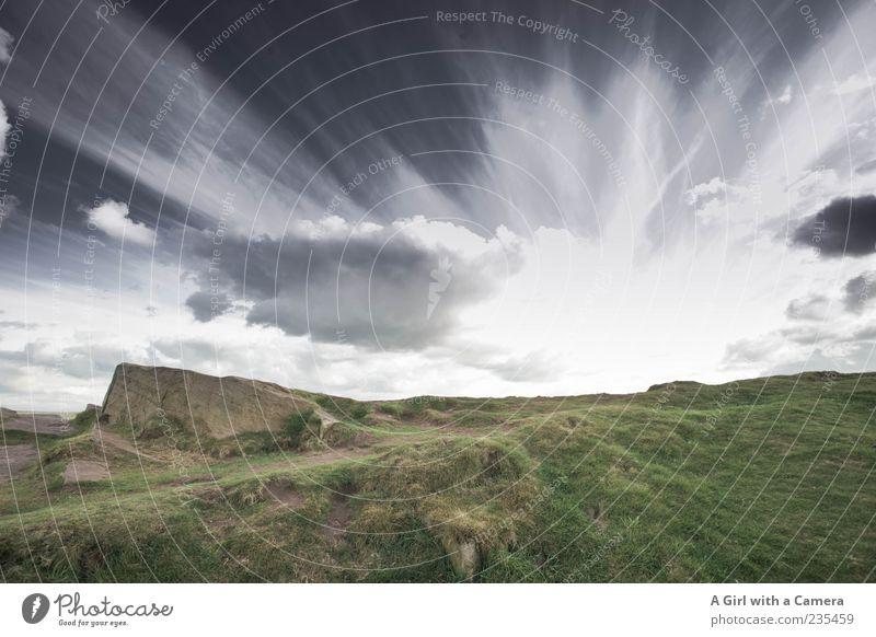 and the sky got quite furious Himmel grün schön Wolken schwarz Landschaft dunkel Berge u. Gebirge Gras Stein Wetter Felsen wild hoch außergewöhnlich Reisefotografie