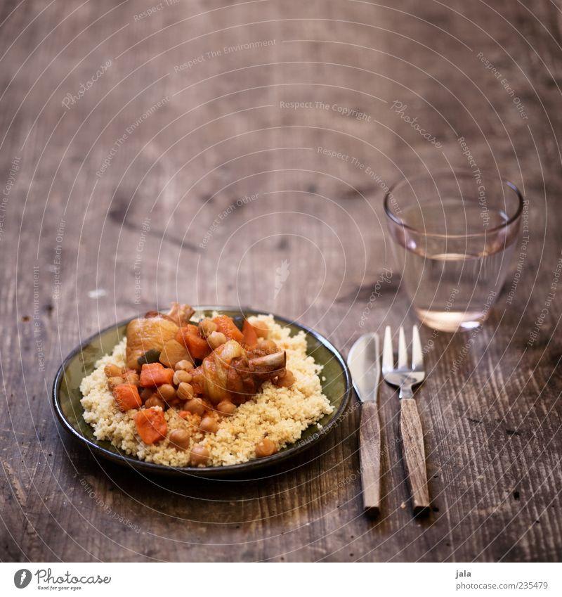 couscous royal Lebensmittel Fleisch Gemüse Geflügel Ernährung Mittagessen Getränk Trinkwasser Geschirr Teller Glas Besteck Messer Gabel lecker Appetit & Hunger