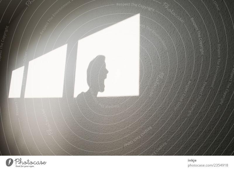 Schimpfen Schatten Fenster Licht Farbfoto Kontrast Schattenspiel graphisch eckig Fensterfront Wand hell schreien Wut schimpfen Aggression Konflikt & Streit
