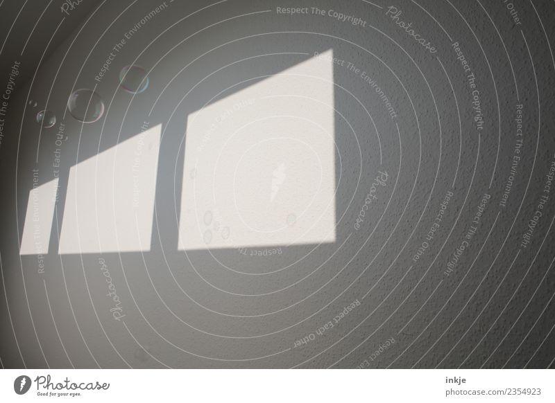 Lichtspiel 2 Fenster Wand Spielen hell Raum graphisch eckig diagonal Seifenblase Flur Schattenspiel Fensterfront