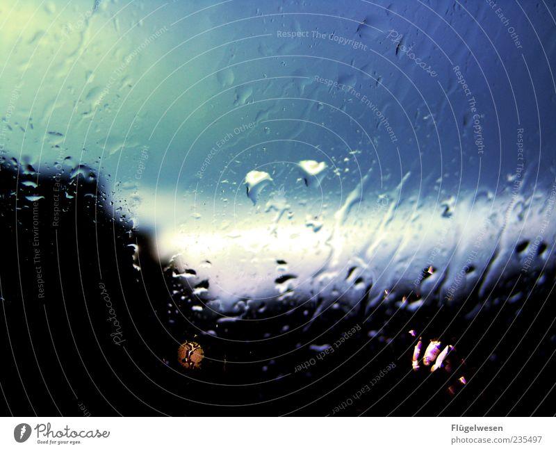 Wie nach 'nem Sommerregen blau schwarz dunkel Fenster Regen Wetter Wassertropfen Tropfen Symbole & Metaphern Gewitter Abenddämmerung Fensterscheibe