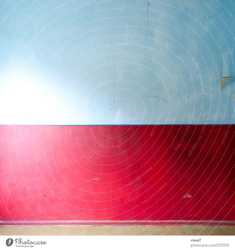 = x = Mauer Wand Stein Beton Linie Streifen einfach einzigartig modern neu blau mehrfarbig rot ästhetisch Farbe Farbfoto Innenaufnahme Muster