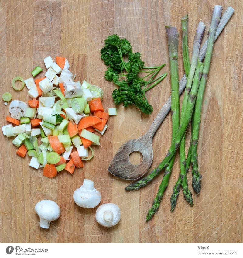Grünes Stillleben Lebensmittel frisch Ernährung Gesunde Ernährung Kochen & Garen & Backen Gemüse Kräuter & Gewürze lecker Bioprodukte Pilz Diät Schneidebrett