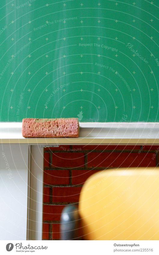 ich will bei dir zur Schule geh'n grün rot gelb grau Schule braun lernen Stuhl Bildung Tafel Stuhllehne Klassenraum Schwamm Backsteinwand Konzepte & Themen
