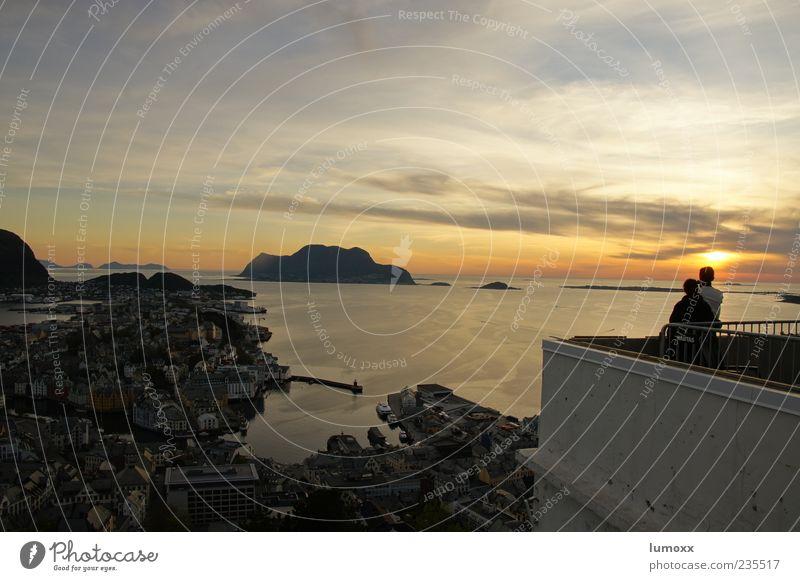 Ålesund Mensch Natur Wasser Ferien & Urlaub & Reisen Sonne Meer Sommer Wolken Ferne Erholung gelb Landschaft Berge u. Gebirge Küste Glück Ausflug