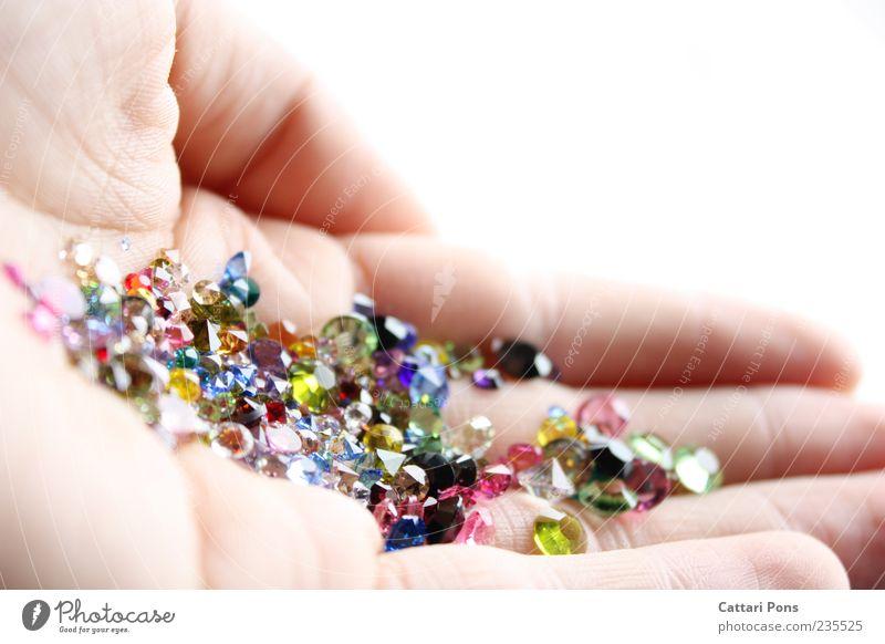 Gems Hand Stein hell Glas glänzend Finger einzigartig Hautfalten festhalten nah Reichtum Sammlung zeigen wenige Kristalle Mineralien