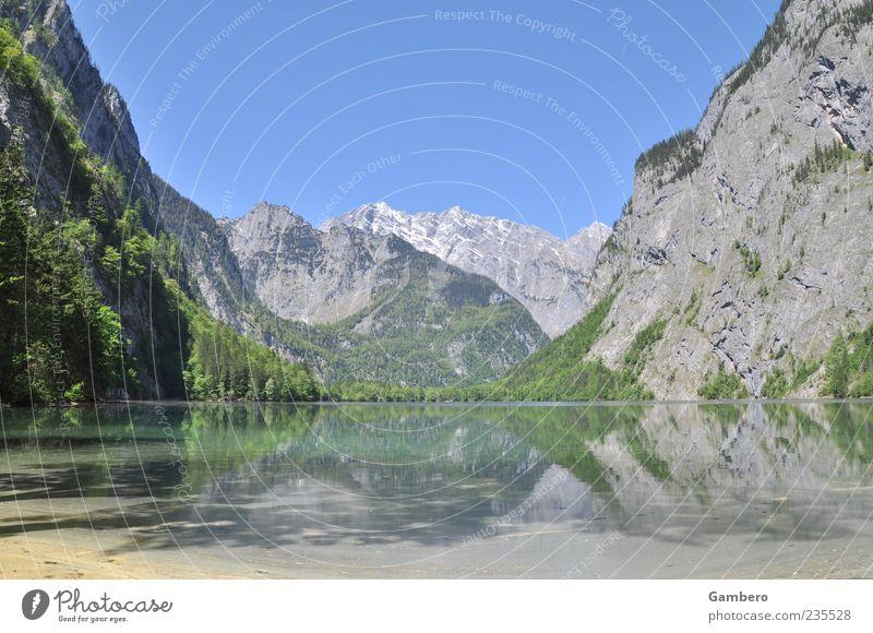 Ein Ort zum Träumen Himmel Natur Wasser Baum Pflanze Ferne Erholung Landschaft Berge u. Gebirge See Felsen Idylle Alpen Schönes Wetter Gipfel Seeufer