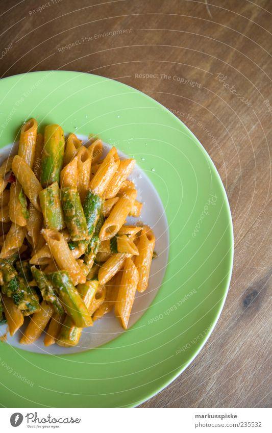 grüner spargel auf pasta Gesundheit Zufriedenheit Ernährung Lebensmittel genießen Kräuter & Gewürze Geschirr lecker Teller Duft Bioprodukte Diät Mittagessen