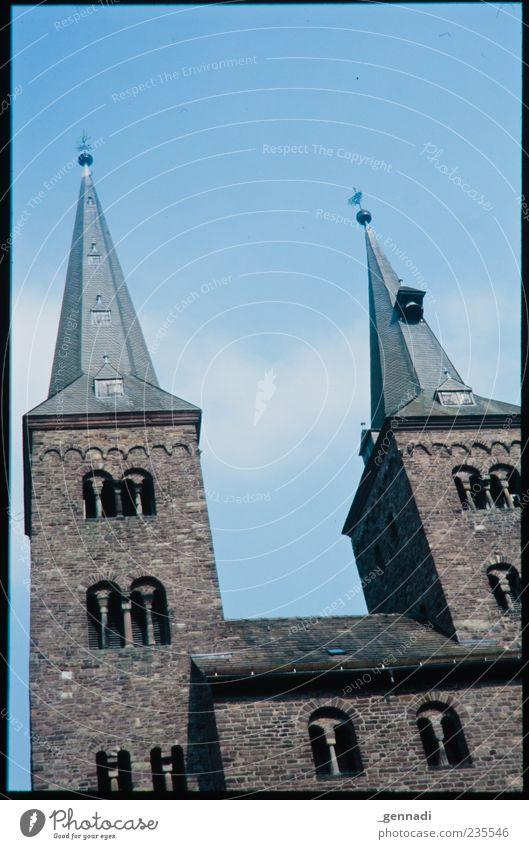 """Initiative """"Offene Kirchen"""" Himmel blau Religion & Glaube Gebäude Kraft Spitze Symbole & Metaphern Schönes Wetter Denkmal analog Wahrzeichen heilig Rahmen"""