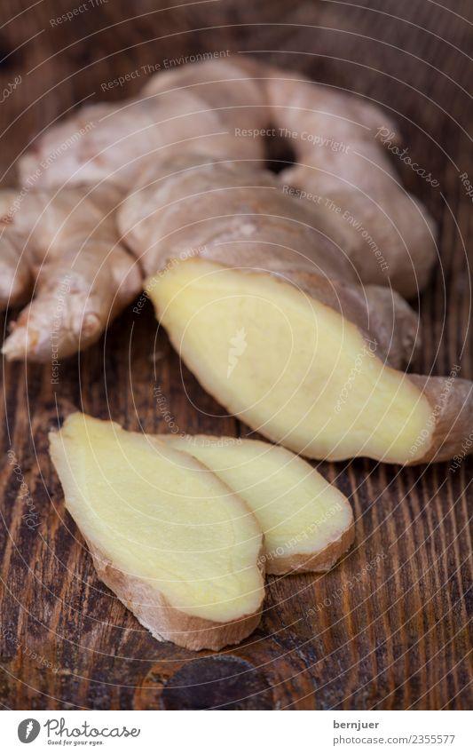 Ingwer auf dunklem Holz Natur Pflanze weiß dunkel klein Lebensmittel braun Ernährung frisch Kräuter & Gewürze gut Teile u. Stücke Bioprodukte Diät