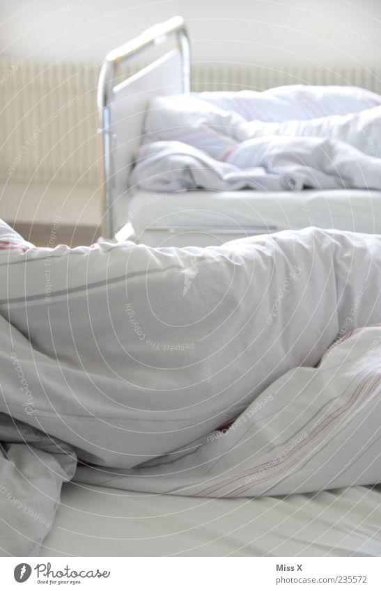 Bettchen weiß Bett weich Krankheit Krankenhaus Bettlaken Bettdecke gebraucht Krankenbett