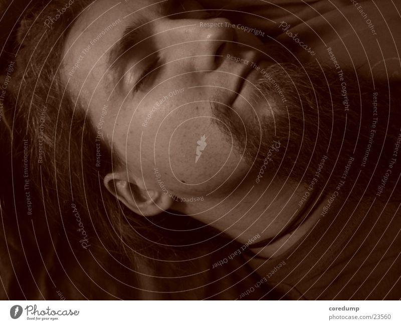 sleepin_coredump Mann schlafen Bart geschlossene Augen lars Kopf
