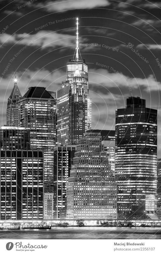 Manhattan Wolkenkratzer bei Nacht, New York City. Büro Himmel Stadt Stadtzentrum Skyline überbevölkert Hochhaus Bankgebäude Gebäude Architektur