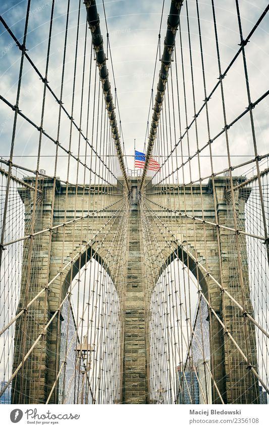 Brooklyn Bridge, New York City. Ferien & Urlaub & Reisen Tourismus Sightseeing Städtereise Himmel Gewitterwolken Stadt Brücke Architektur Sehenswürdigkeit
