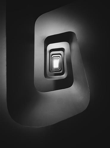 Treppenperspektive Technik & Technologie Fortschritt Zukunft High-Tech Industrie Stadt Stadtzentrum Haus Flughafen Bauwerk Gebäude Architektur ästhetisch dunkel