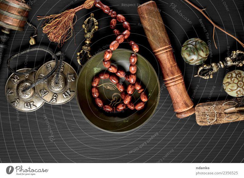 Tibetische religiöse Objekte für die Meditation Behandlung Alternativmedizin Medikament harmonisch Erholung Werkzeug Stein Holz alt oben retro braun schwarz