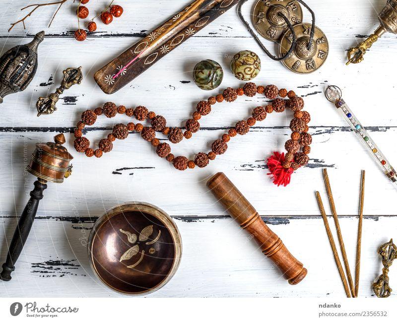 Tibetische religiöse Objekte für die Meditation Behandlung Alternativmedizin Medikament Erholung Werkzeug Stein Holz alt oben retro braun weiß Gesundheitswesen