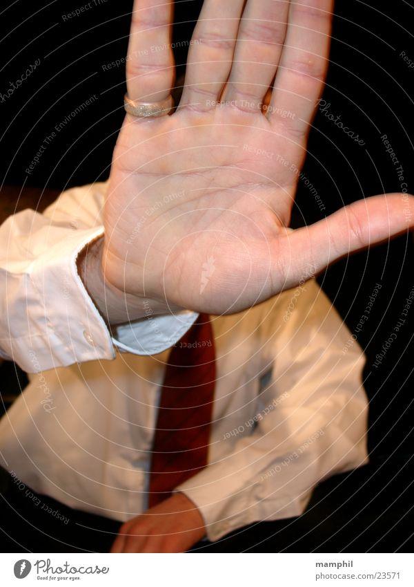 Blockade Mann Hand Krawatte Hemd blockieren Türsteher Kreis Du kommst hier nicht rein x