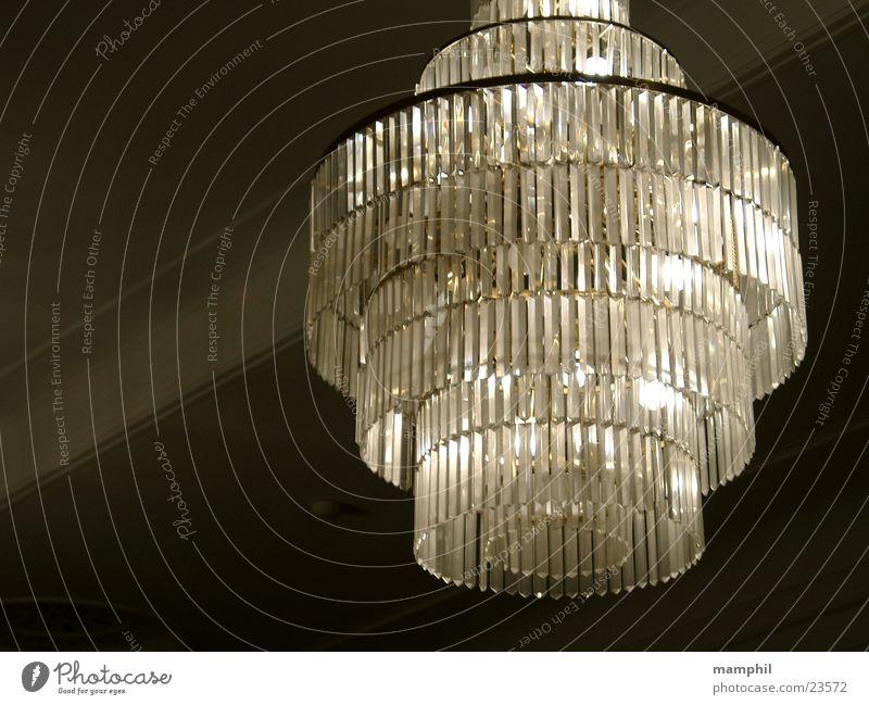 Kronleuchter Lampe Burg oder Schloss Theater historisch Decke Kristallstrukturen Sechziger Jahre