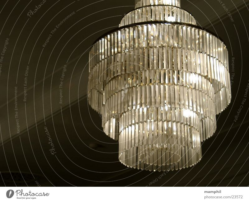 Kronleuchter Lampe Sechziger Jahre historisch Kristallstrukturen Decke Burg oder Schloss x Theater