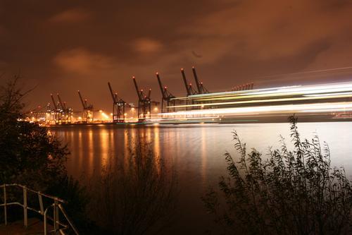 Harbour Lights Sommer Stadt Ferne Business Stimmung groß Geschwindigkeit Hamburg Fluss Güterverkehr & Logistik Hafen Flussufer Schifffahrt Wirtschaft