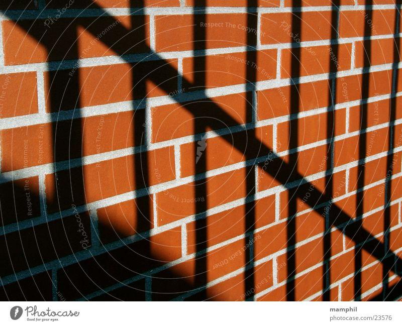 bars and bricks Mauer Backstein ziegelrot Gitter Architektur Stein Fuge Schatten x
