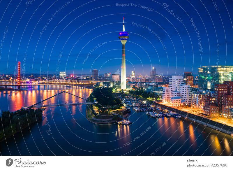 Düsseldorf Abendskyline Stadt Skyline Bauwerk Gebäude Architektur Ferien & Urlaub & Reisen Dusseldorf Großstadt harbour river urban transport public train