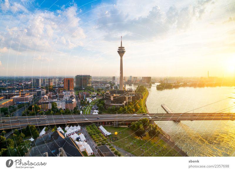 Düsseldorf Sommerabend Ferien & Urlaub & Reisen Deutschland Skyline Großstadt