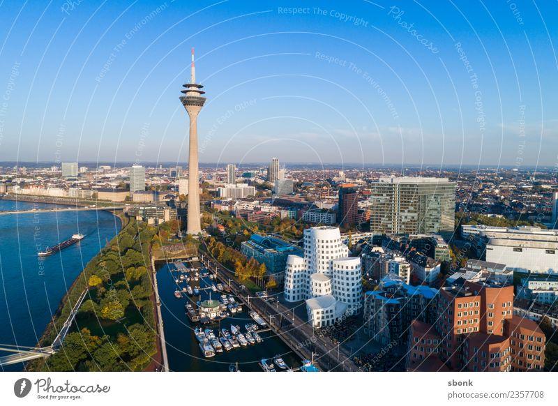 Düsseldorf von oben Ferien & Urlaub & Reisen Stadt Deutschland Turm Skyline Hafenstadt Großstadt