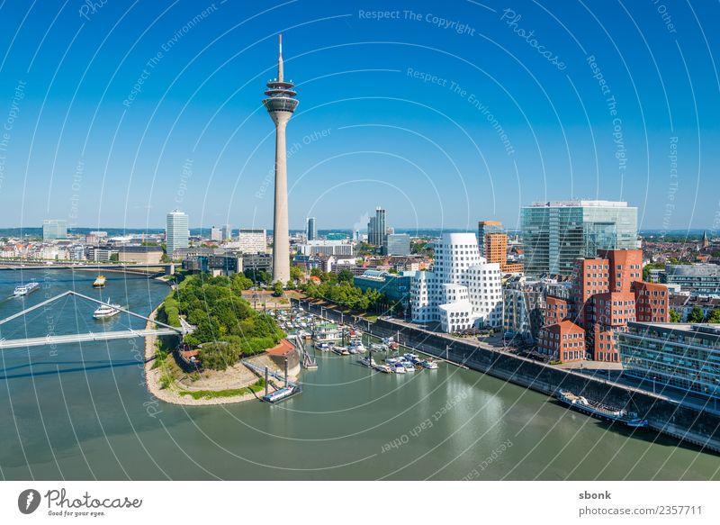 Düsseldorfer Sommer Ferien & Urlaub & Reisen Deutschland Skyline Großstadt