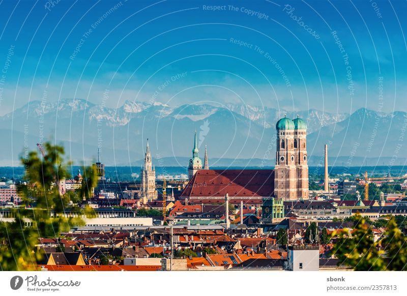 Münchener Sommer mit Frauenkirche und Alpenpanorama Ferien & Urlaub & Reisen Stadt Deutschland Skyline Bayern Großstadt
