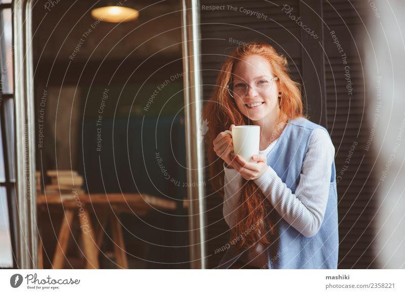 Frau Erwachsene Business Kunst Arbeit & Erwerbstätigkeit modern Kreativität Kaffee Beruf trendy Entwurf Büroarbeit Architekt forschen Designer Projekt