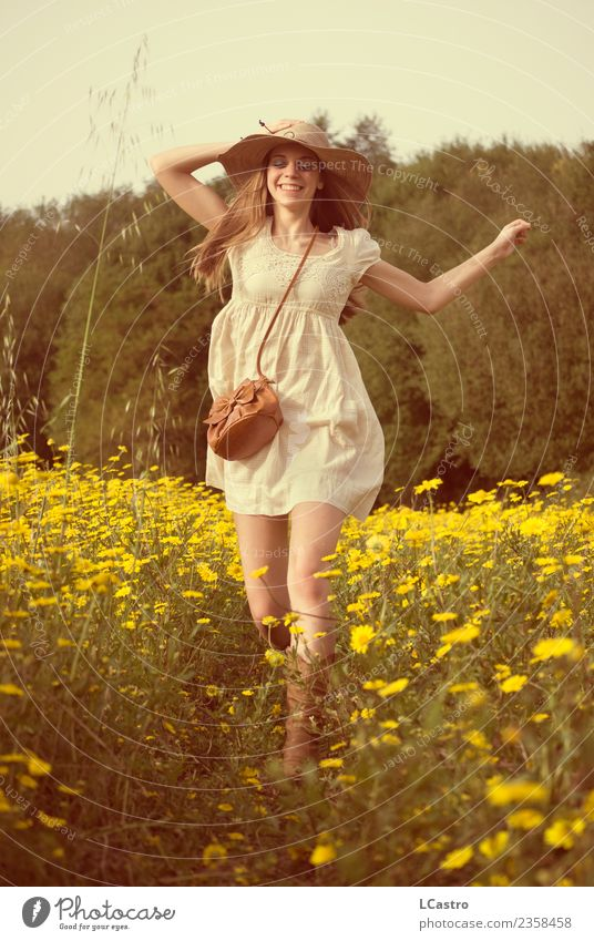 Mensch Natur Ferien & Urlaub & Reisen Jugendliche Junge Frau schön Blume Freude 18-30 Jahre Erwachsene Leben Lifestyle Frühling Wiese feminin Gras