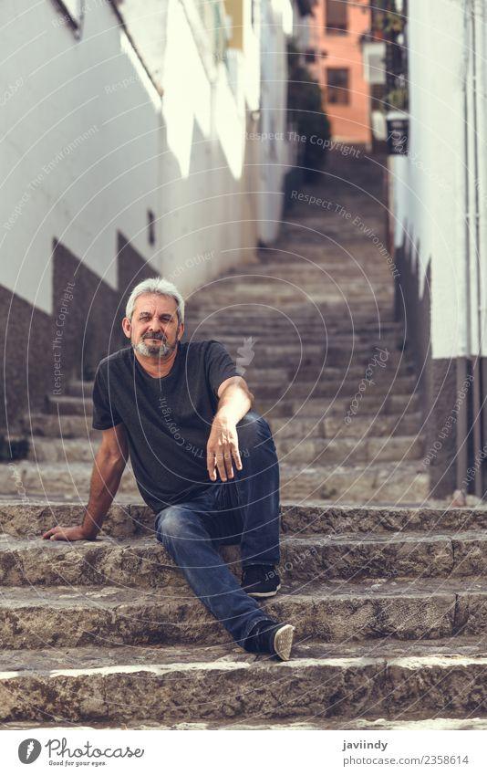 Mensch Mann alt weiß Erwachsene Straße Lifestyle Senior Glück maskulin 45-60 Jahre Lächeln Bekleidung Männlicher Senior reif Vollbart
