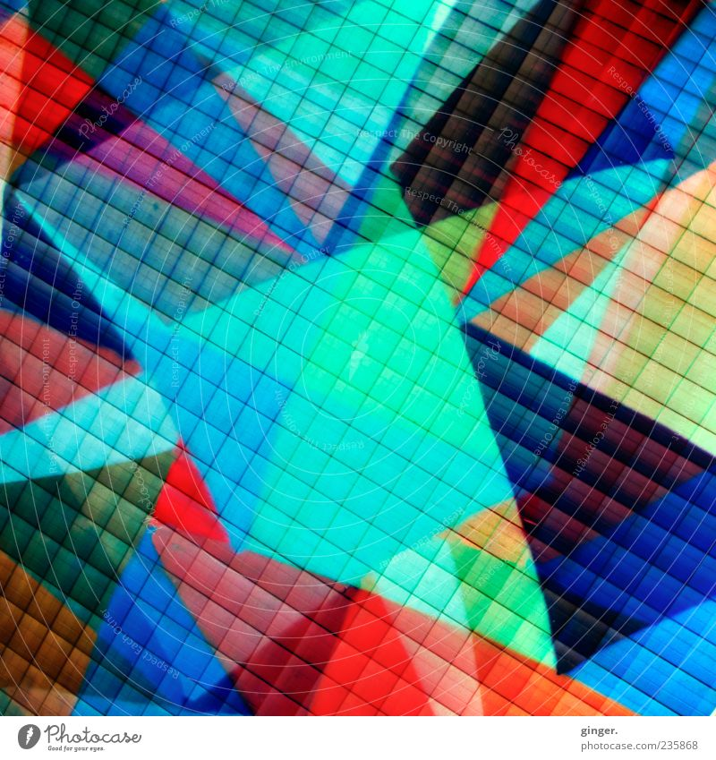 Hommage an .marqs Design mehrfarbig abstrakt Raster Doppelbelichtung Zacken Spitze Menschenleer graphisch Irritation Farbfoto Außenaufnahme Detailaufnahme