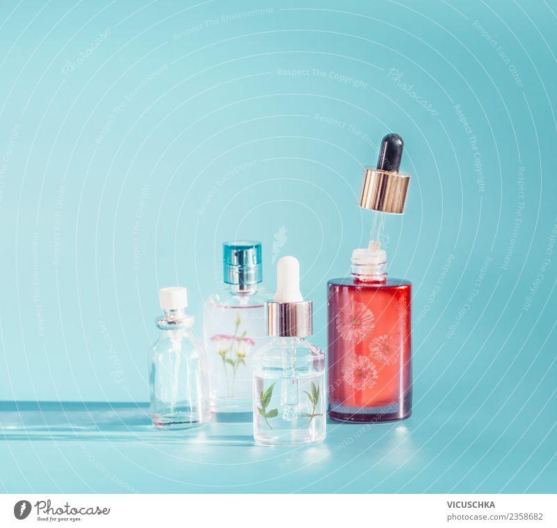 Naturkosmetik Produkte . Essenz , Kräuterextrakt und Serum Stil Design schön Haut Kosmetik Gesundheit Wellness Kur Spa Glas Duft liquide Pipette Hintergrundbild