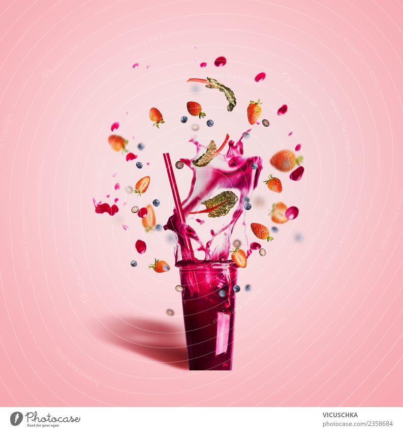 Obst Sommer Getränk spritzt aus dem Glas Lebensmittel Frucht Erfrischungsgetränk Limonade Saft Stil Design Gesundheit Gesunde Ernährung trendy rosa Milchshake