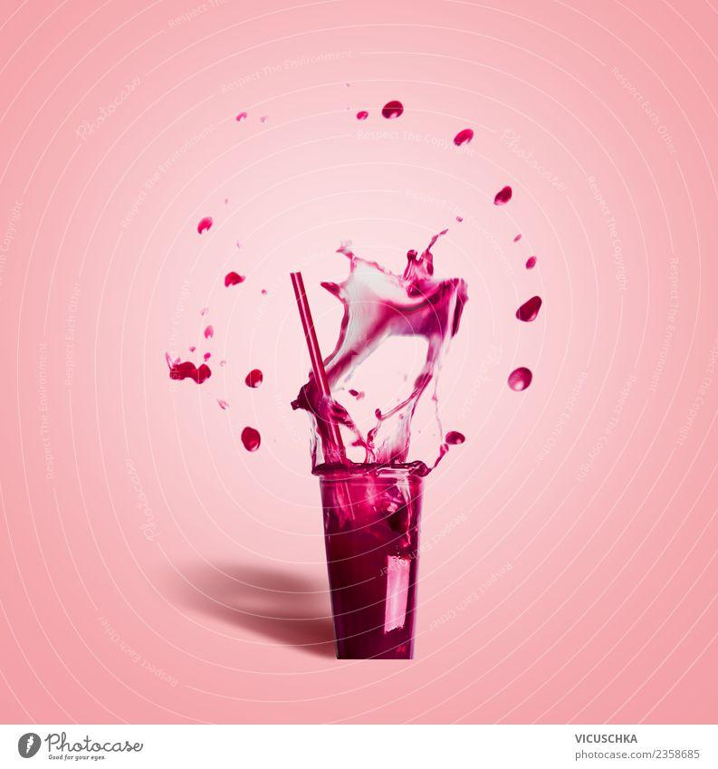 Glas mit Trinkhalm und Sommergetränk Splash Lebensmittel Ernährung Getränk Erfrischungsgetränk Trinkwasser Limonade Saft Wellness Bar Cocktailbar Sport rosa