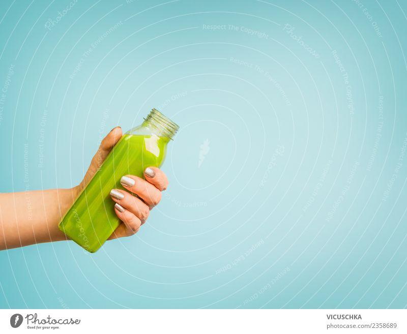 Hand mit grüner Smoothie Flasche Getränk Erfrischungsgetränk Limonade Saft Stil Design Gesundheit Gesunde Ernährung Sommer Mensch feminin Frau Erwachsene