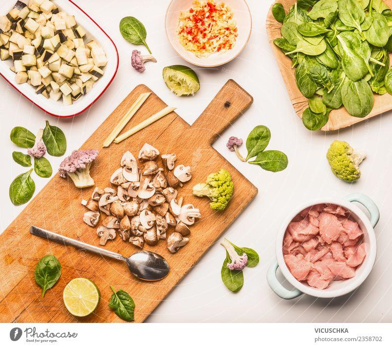 Spinat with Champignons und Hähnchen Lebensmittel Fleisch Gemüse Ernährung Mittagessen Abendessen Bioprodukte Diät Geschirr Stil Design Gesunde Ernährung Küche