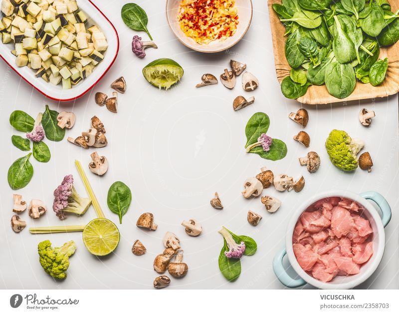 Zutaten für diätetische Ernährung Lebensmittel Fleisch Gemüse Salat Salatbeilage Kräuter & Gewürze Mittagessen Büffet Brunch Bioprodukte Diät Geschirr Stil