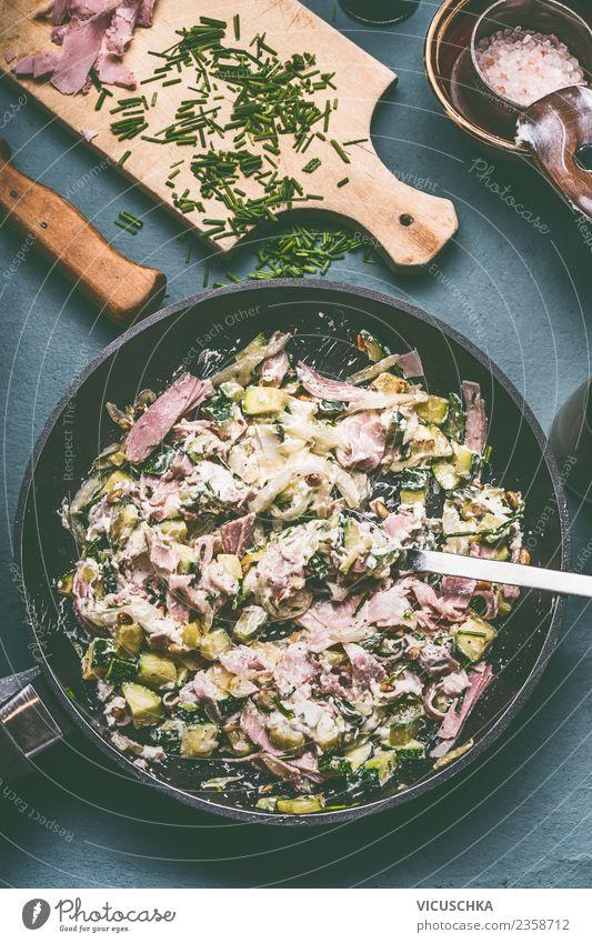 Zucchini Schinken Sauce mit Frischkäse Sommer Foodfotografie Essen Lebensmittel Stil Design Ernährung Tisch Küche Gemüse Bioprodukte Essen zubereiten Geschirr