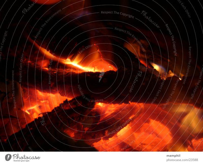 Feurige Glut Holz Brand Feuer brennen Flamme obskur Feuerstelle Glut