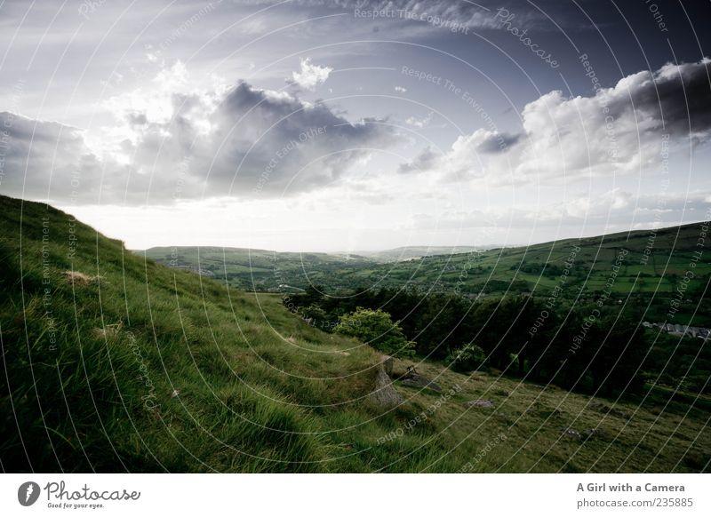 what lies beyond ..... Berge u. Gebirge Landschaft Himmel Wolken Gewitterwolken Frühling Sommer Wetter Unwetter Hügel außergewöhnlich grün wild schön England