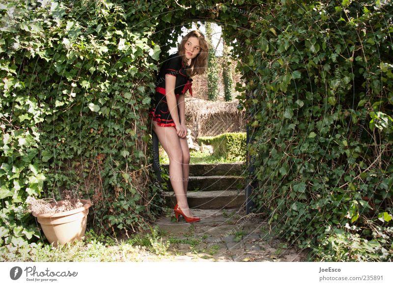 #235891 Stil schön Freizeit & Hobby Garten Frau Erwachsene Leben Mensch Natur Park Kleid beobachten Erholung festhalten stehen träumen warten trendy natürlich