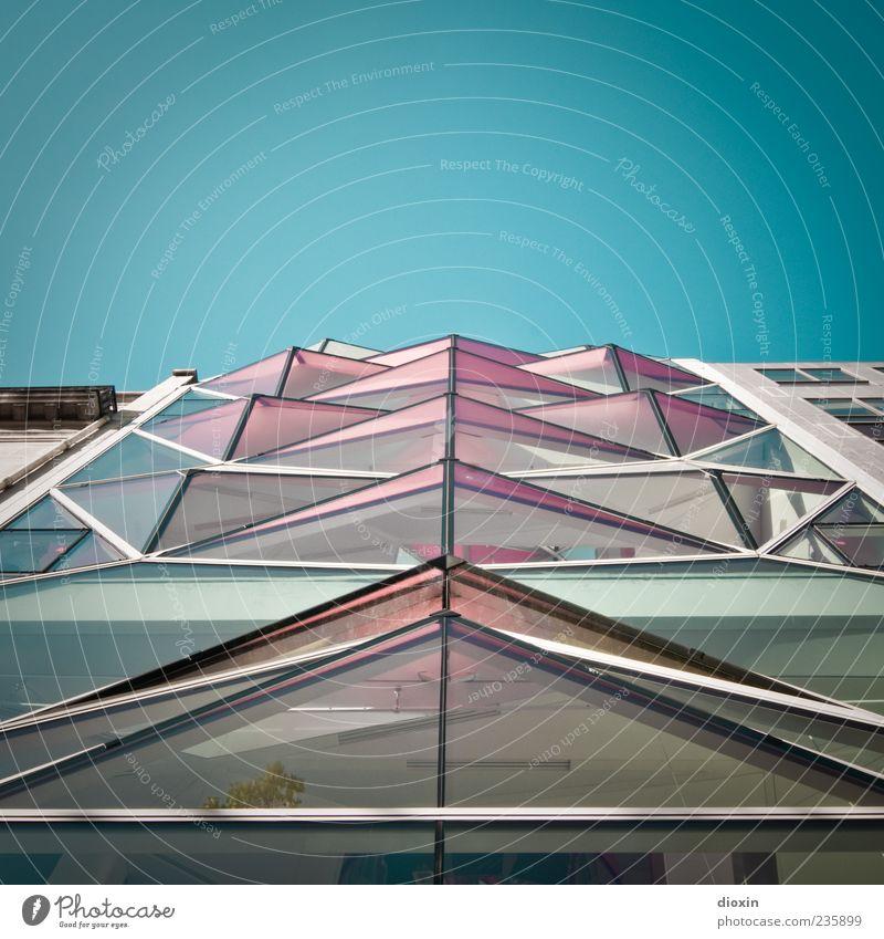 C42 Himmel Haus Architektur Gebäude außergewöhnlich Fassade Metall rosa modern Glas verrückt hoch Europa einzigartig Schönes Wetter Bauwerk